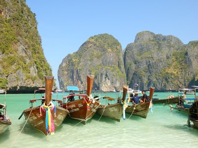 Long tail boats i Phang Nga Bay, Thailand