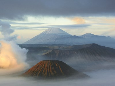 Solopgang over Mount Bromo, Java, Indonesien